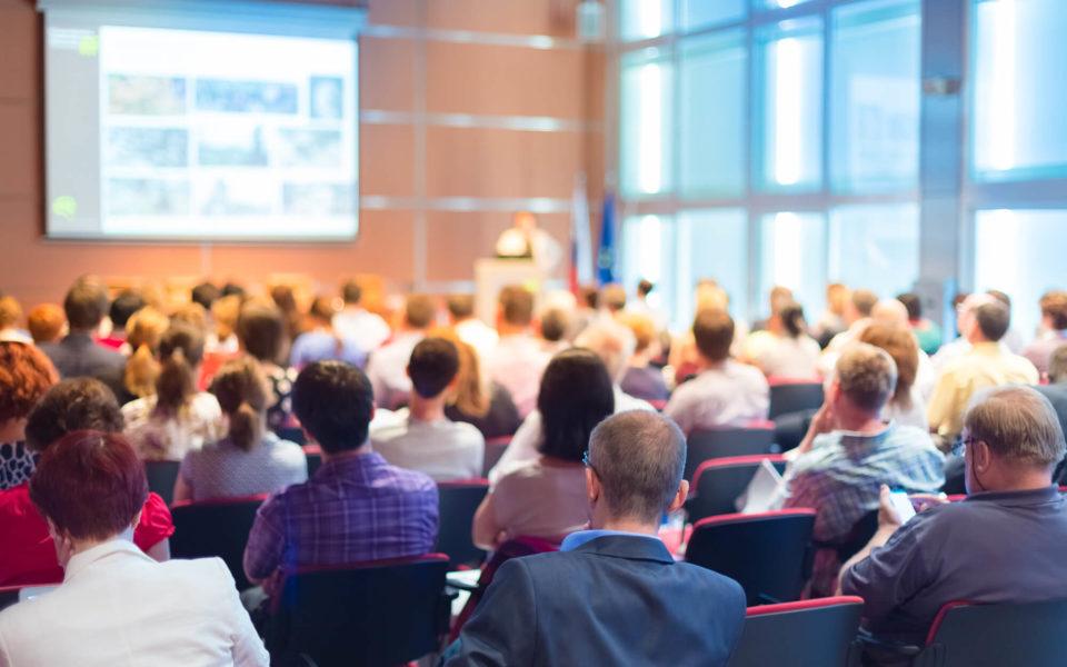 Os eventos corporativos são de extrema importância para empresas que querem gerar novos negócios, promover networking profissional e engajar seu público-alvo com a marca. Acompanhe algumas dicas para que você promova um evento corporativo de sucesso e garantir melhores resultados para sua empresa.