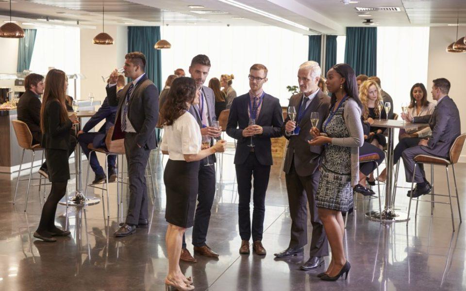 Faça networking em viagens corporativas